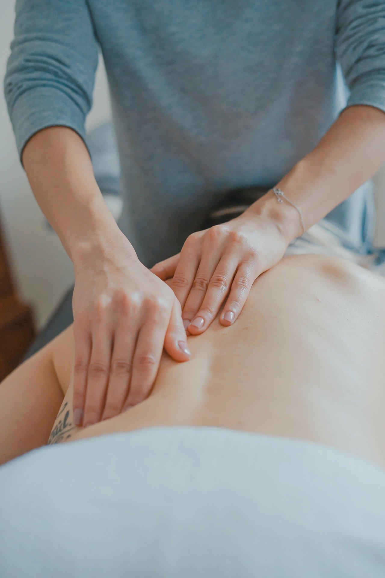 aromatherapy massage using essential oils